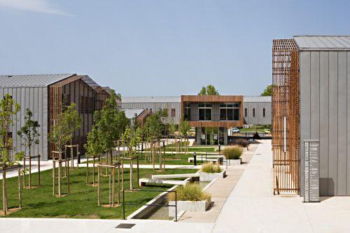 Vallée de l'Hérault Regional, District Council Centre in Gignac (France)  #Architecture #Zinc #VMZINC #Wood #CommercialBuilding #Façade #France