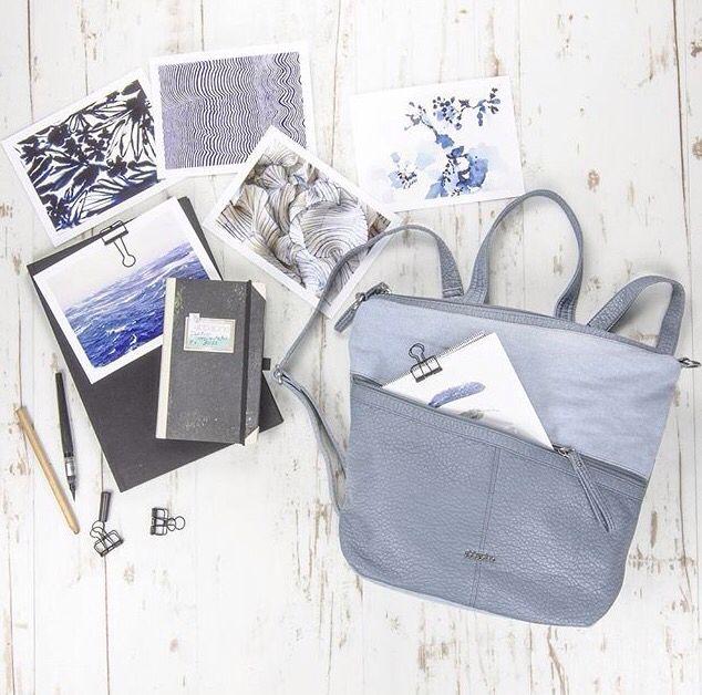 Inspirational picture. We love Abbacino & the color blue 💙 #DoubleCheck #Abbacino #Blue #Bag #Fashion #White #Sunnyday #Inspirational #Picture #School