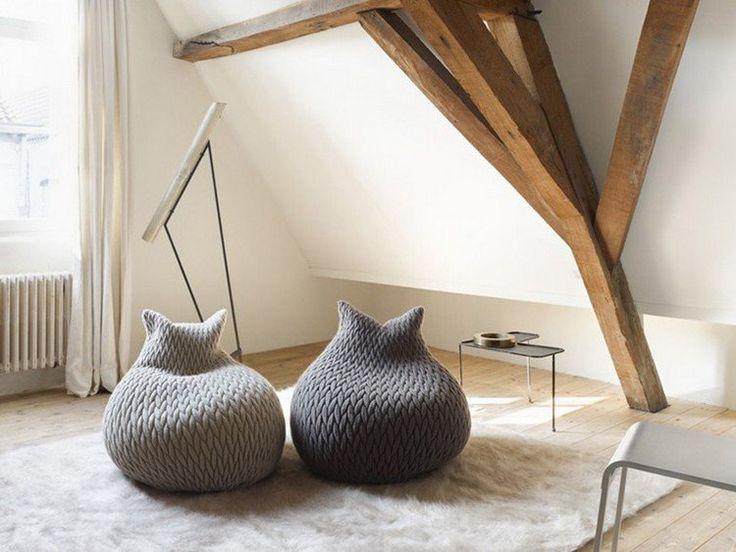 Pouf poire tricoté en gris clair et en gris foncé, modèle Slumber
