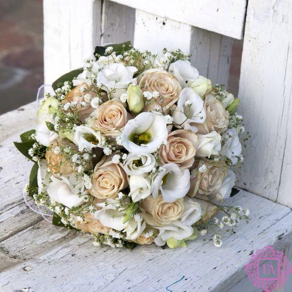 Красивый букет цветов, букет с эустомой