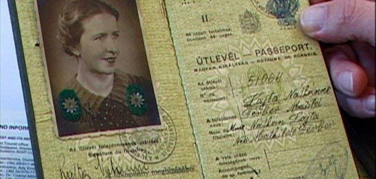 """A Embaixada do Brasil em Londres exibirá o filme Um Passaporte Húngaro, da diretora Sandra Kogut Falando ao telefone com o Consulado da Hungria, a cineasta pergunta: """"Será que alguém cujo avô é húngaro tem direito a obter um passaporte húngaro?"""" A questão, aparentemente, soa estranha a quem a escuta. """"Sim. É possível… Mas, por que você quer um passaporte húngaro?"""" A cineasta pede a lista de documentos necessários, mas o oficial ainda não entende por quê ela quer se tornar húngara."""