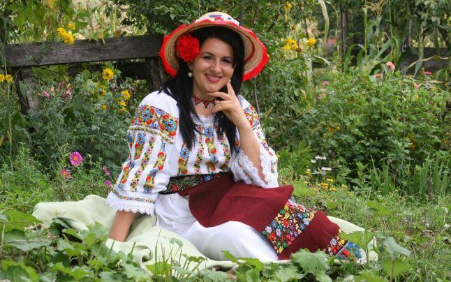 Costumele populare, veşminte alese pentru vedete. Cine este creatoarea de artă populară ce îmbracă vedetele