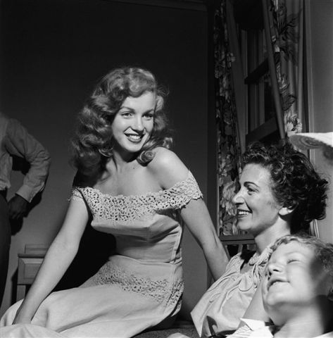 Rare Photo of MARILYN MONROE with her mother