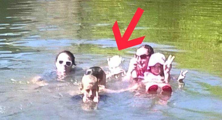Bombastické foto, které vzniklo během rodinného plavání v řece. Duch dívky, která se tam utopila....