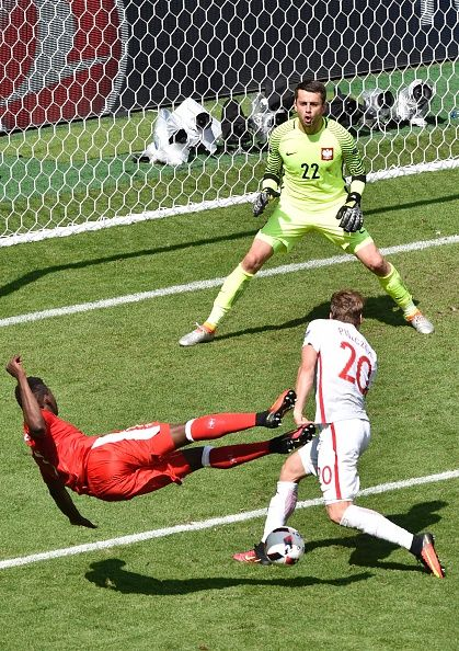 #EURO2016 Switzerland's forward Breel Embolo has his shot blocked by Poland's defender Lukasz Piszczek during the Euro 2016 round of sixteen football match...
