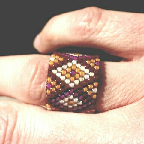 Peyote stitch ring with diamond pattern