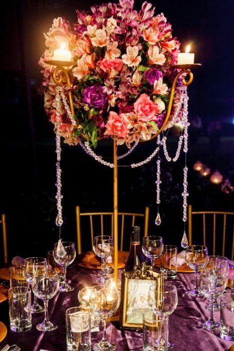 Elegante, espectacular y con clase. Una decoración ideal para tus mesas de boda #mesas #decoracion #recepcion #catering #centrosdemesa #boda #matrimonio #table #decoration #centerpiece #wedding #celebration