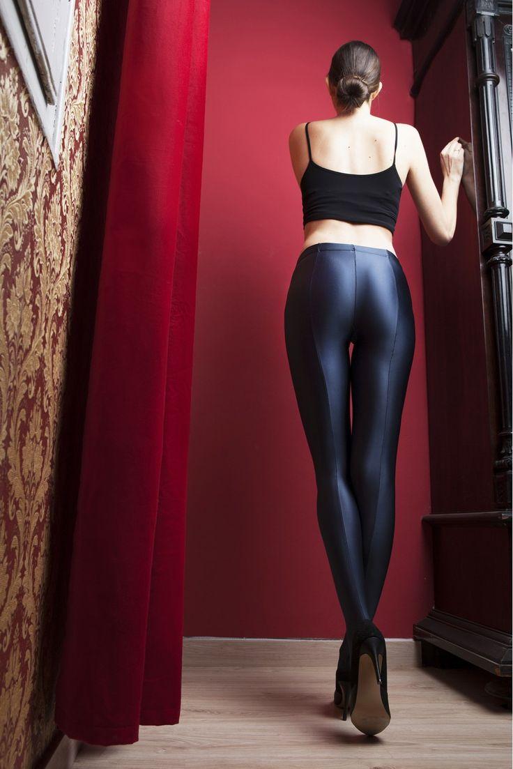 Im Gegensatz zu Boxerbriefs oder Boxershorts sind Slips am Bein hoch ausgeschnitten und bedecken den Po nur knapp.