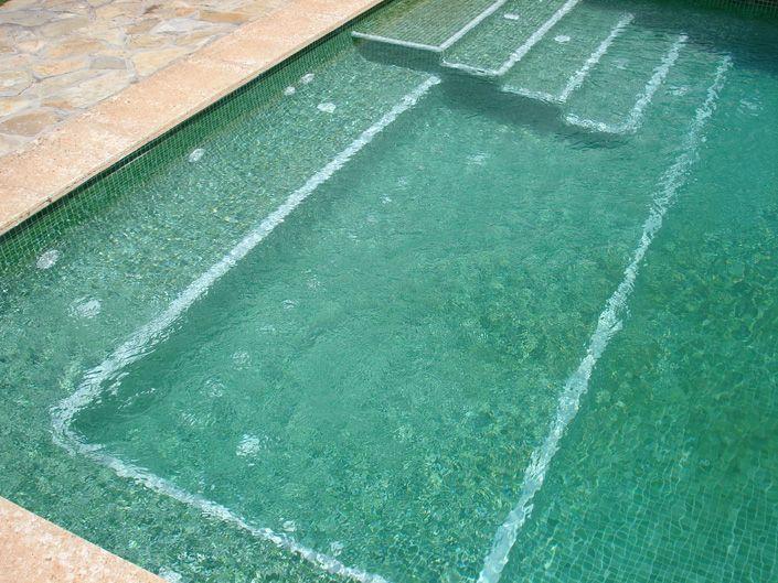 Construcci n de una piscina rectangular en una finca - Piscinas en mallorca ...