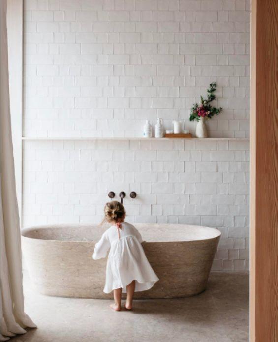 melkwitte tegels, 'Friese witjes' vind ik zo mooi op een badkamer. speels en sfeervol.