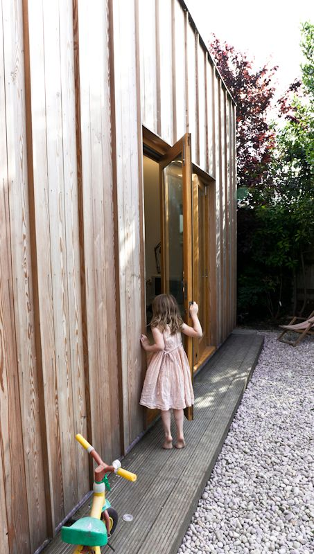 Timber Fin House / Neil Dusheiko Architects (9)