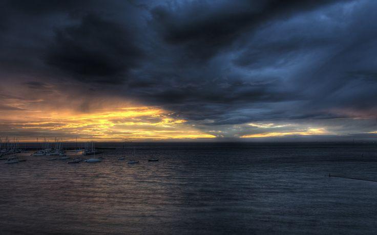 어둠 바다 구름