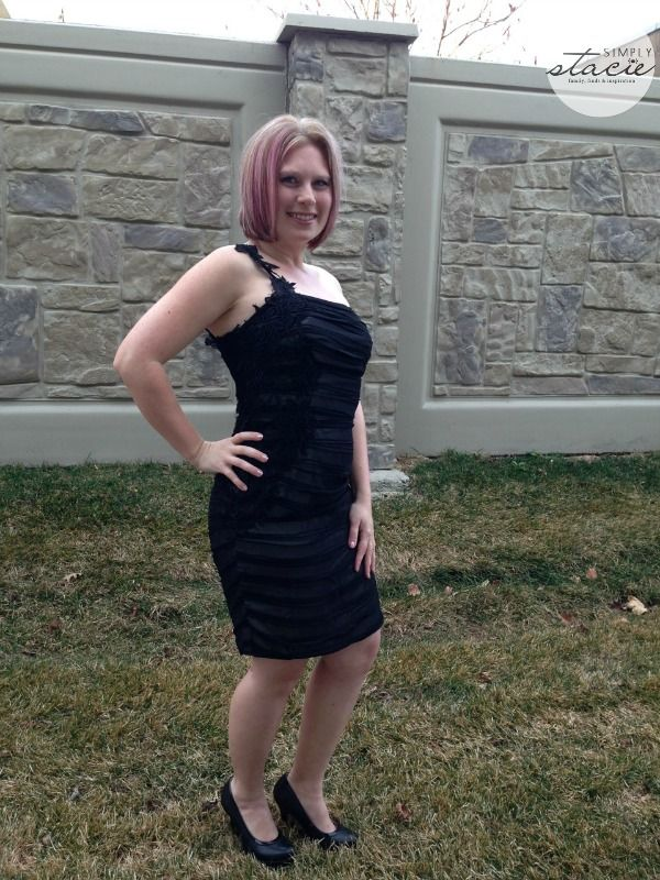 Ever-Pretty Dress Review @Stacie Vaughan {SimplyStacie.net}  @Jennifer Jensen looks AMAZING is this curve hugging #LBD! Read her review here and enter to win a $50 Ever-Pretty credit!