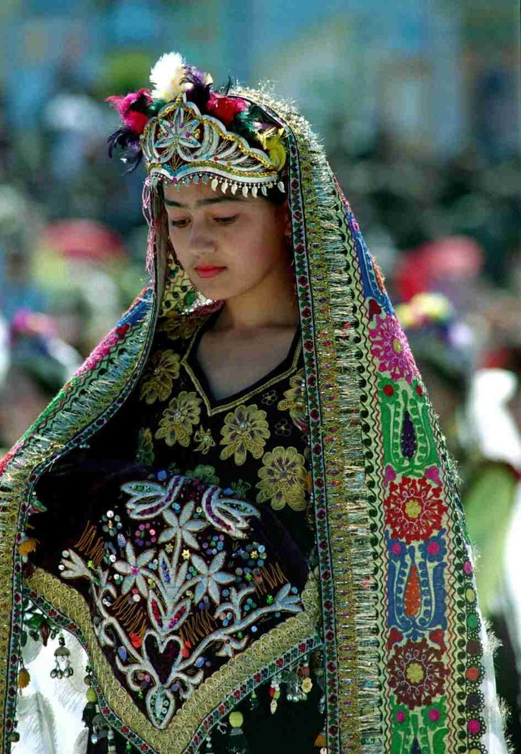 Uzbek girl in traditional Uzbek clothing.