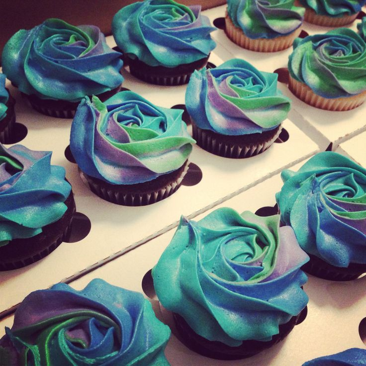 Peacock color cupcakes