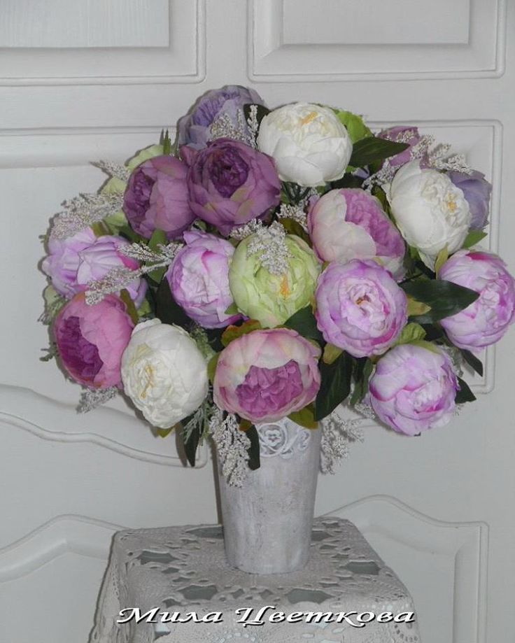 Шикарный букет пионов....в красивом вазоне...цвет пионов не передать...яркое драже...очень красивый и объемный букет...обхват букета в см.это 140 см!!!! #букет#цветочнаякомпозиция#искусственныецветы#вазадляцветов#вазон #красивыецветы#пионы #цветылюбимым#даритеподарки#милацветкова#провансдекор#мичуринский# интерьер#дляинтерьера#дляинтерьерадома #флористика# букеты#