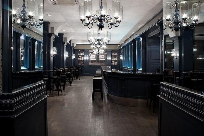 こちらもミンスクにあるcafeです。 高級なインテリアで統一されたフロアーに足を一歩踏み入れると別の世界に入った気がします。名前はカフェですが実はイタリア料理レストランです。神秘的でなぞに包まれたベラルーシの雰囲気に合っている場所です。