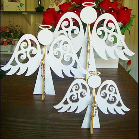 Anjos segurando o rosario: para decoração de Natal mas de tão fofos podem ficar…