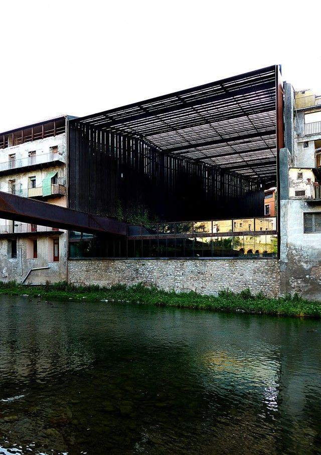 Espai públic La Lira (RIpoll) - RCR Arquitectes