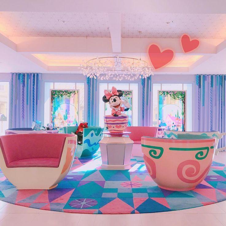 A Parklike feeling welcomes you at the lobby. ここは東京ディズニーランド? じゃない⁉️ここはどこでしょう? (Photo:@hitomin1008)  #tokyodisneycelebrationhotel #disneyhotels #minnie #alicesteaparty #東京ディズニーセレブレーションホテル #ディズニーホテル #ロビー #アリスのティーパーティー #ミニー #ソファー #東京ディズニーリゾート  これからもゲストのみなさんの写真をご紹介します。 #tokyodisneyresort などをつけて投稿してくださいね。詳しくは公式ブログでご案内しています。 http://www.tokyodisneyresort.jp/blog/151005/