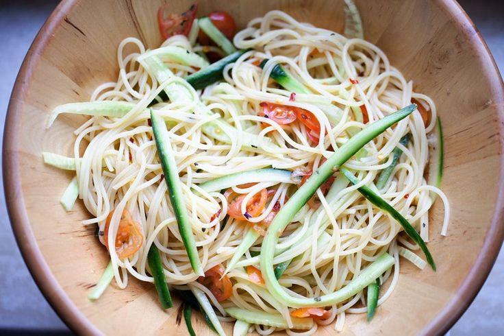 Koude spaghetti salade met komkommer