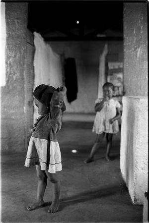 two little girls...greg marinovich, august 23, 1990...