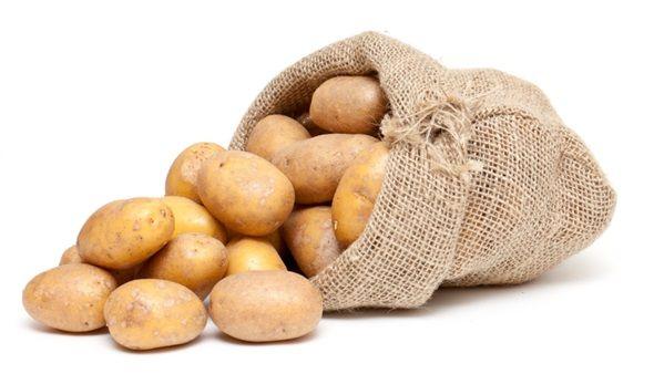PATATES KIZARTMASI YERİNE PATATES SALATASI/FIRINDA PATATES TERCİH EDİN: Patates kızartması yerine fırında patates veya patates salatası tercih etmek size 100 kaloriden daha fazlasını kazandıracaktır.