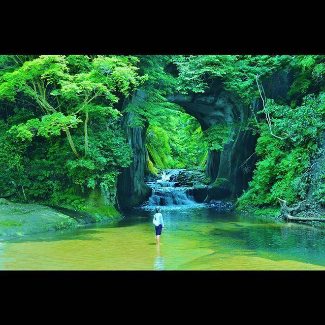 2016.06.16 Chiba JAPAN 友達が行きたいって事で行ってきました濃溝の滝。行く数日前にyahooニュースで取り上げられた&千葉県民の日だったらしくすげー混んでた!!曇り予報だったけど晴れ間も出てラッキーでした。千葉の一宮も四つ制覇出来たし600kmくらい走ってくれた連れに感謝。