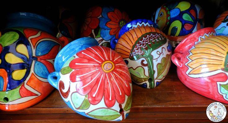 Ceramicando ... gerle da muro, porta piante da appendere, scegli la misura il decoro e il colore che preferisci! http://www.ceramicpositano.com/