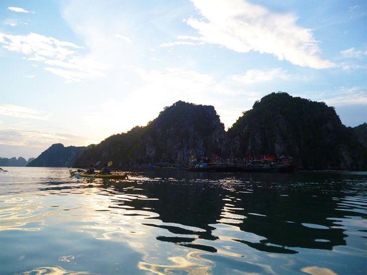 """""""Vietnam, een land met een bewogen geschiedenis en een rijke cultuur. Een land dat je verrast en af en toe ontroerd. Kimber ontdekt en deelt de hoogtepunten"""""""