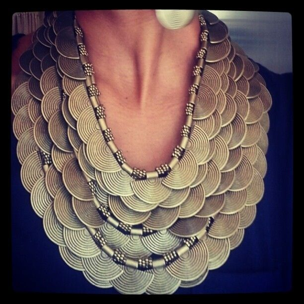 7string metal Lilly necklace