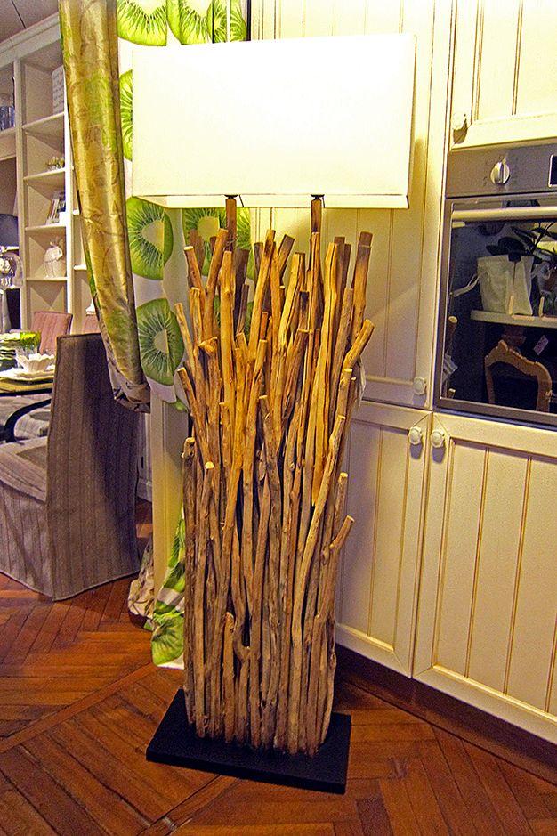 Lampada da terra realizzata con rami di recupero di Flam. www.valterpisati.it