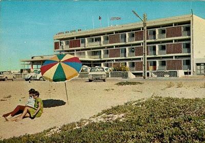 1968 - Na praia, frente ao que é hoje o Dom José Beach Hotel