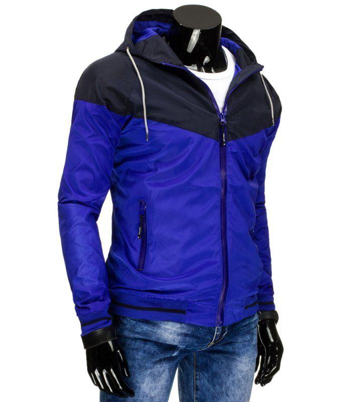 Modrá pánska prechodná bunda s kapucňou. Zapínanie na lesklý zips. Dve vonkajšie vrecká so zipsom. Kapucňa regulovaná šnúrkou. Dolná časť a rukávy zakončené lemom. Pohodlný strih. Vhodné na celodenné nosenie.