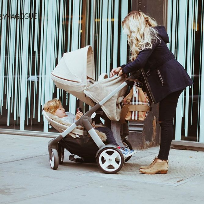 Blogger Cara Loren spotted with Stokke Crusi Duo stroller in NYC