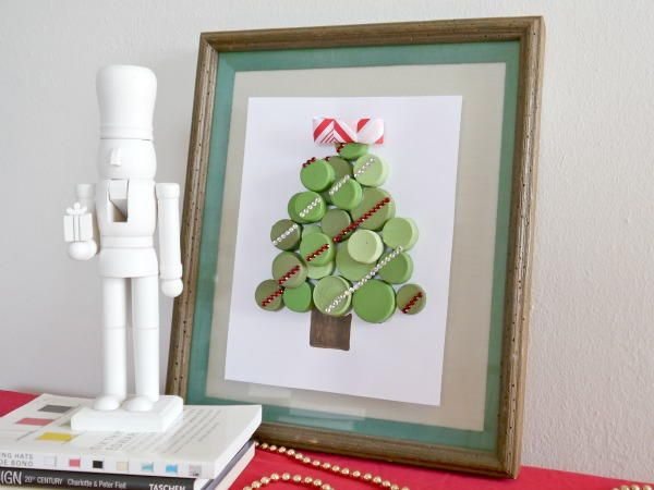 Bottle Cap Christmas Art - I am obsessed with this Christmas tree wall art.