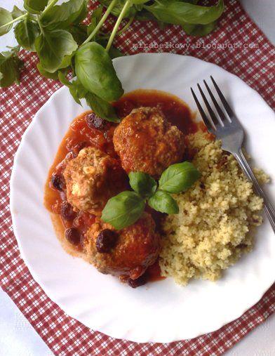 Kulki mięsne z fetą i sosem pomidorowo-żurawinowym