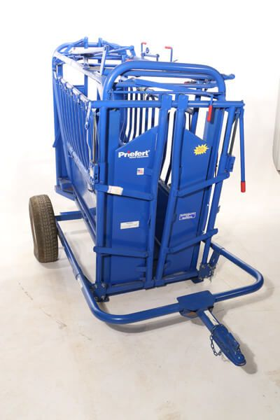 Simply the easiest one-man chute loading system on the market, this carriage can be adapted to fit the S01, S0191, and S04 squeeze chutes and the calf table.