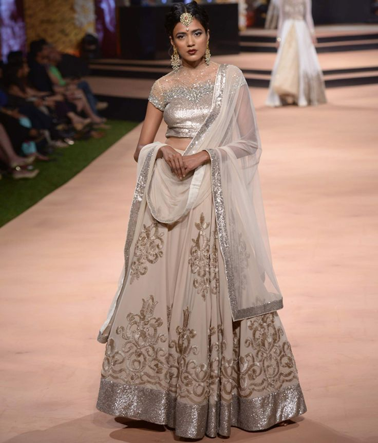 Neeta Lulla's Vintage 50s Collection. The lehenga looks elegant although -I think- the model hasn't carried it so well. Very pretty sequins and embroidery.