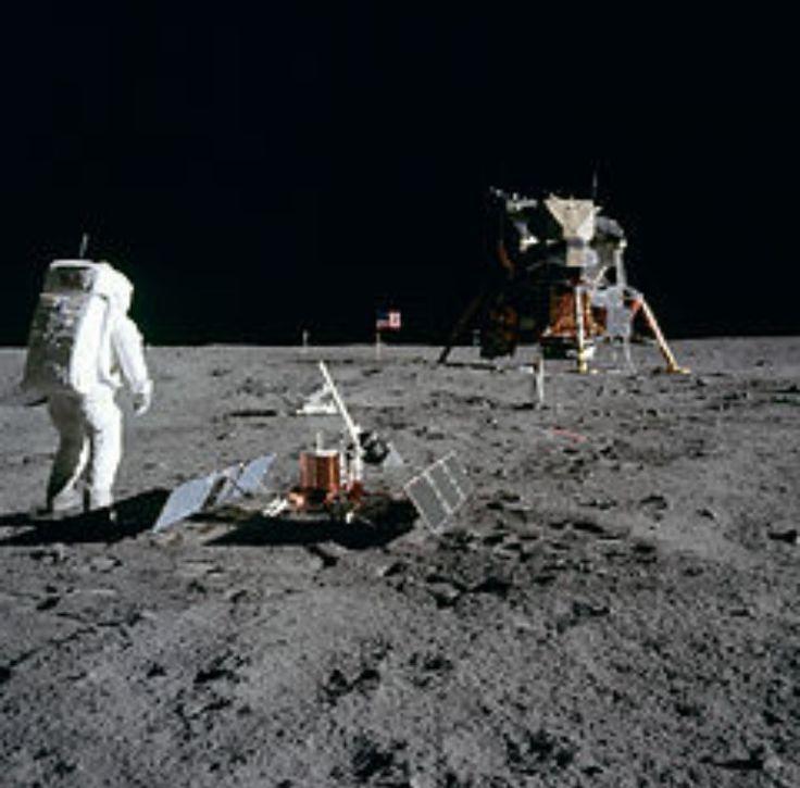 Apolo 11, fue una misión espacial tripulada de Estados Unidos, cuyo objetivo era entrar en contacto con la superficie lunar. ( 16 de julio de 1969)