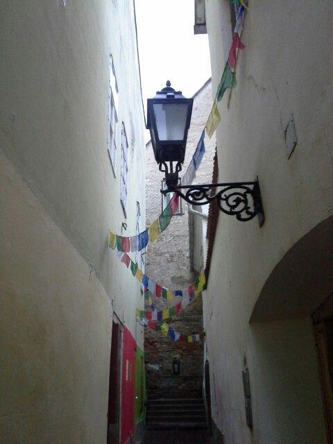A Lépcső köz és imazászlók...elválaszthatatlan. Győr