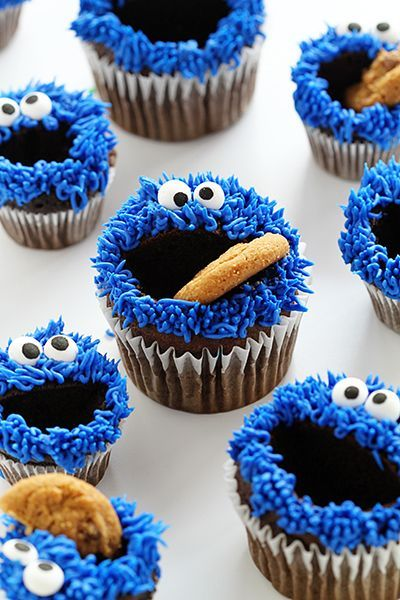 Chocolate Cupcakes with Blue Buttercream and Chocolate Chip cookies~ Easy cookie monster cupcakes! http://iambaker.net
