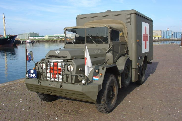 DAF YA 126 of the Dutch army as an ambulance. / DAF YA 126 van het Nederlandse leger als ambulance.