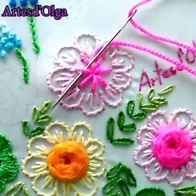 ¡Hola! Mira cómo bordar rosas en puntada telaraña. Hand Embroidery Patterns Flowers, Chain Stitch Embroidery, Basic Embroidery Stitches, Hand Embroidery Videos, Embroidery Stitches Tutorial, Embroidery Flowers Pattern, Creative Embroidery, Simple Embroidery, Silk Ribbon Embroidery