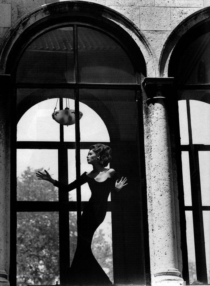 Indiscutibilment ChicVogue Italia, September 1991Photographer: Steven MeiselModel: Christy TurlingtonValentino, Fall 1991 Couture