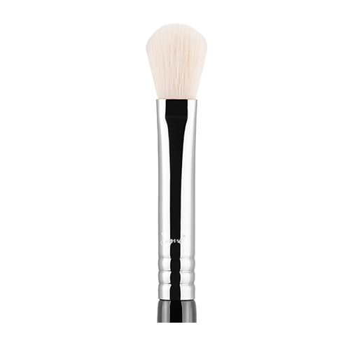 Sigma E25 - Blending Brush is a long, firm blending brush with a rounded head, with the perfect amount of resistance to blend a range of products. From creams to powders, this brush is ideal to blend out intense eyeshadow edges, and to help make your concealer mesh seamlessly into your foundation.