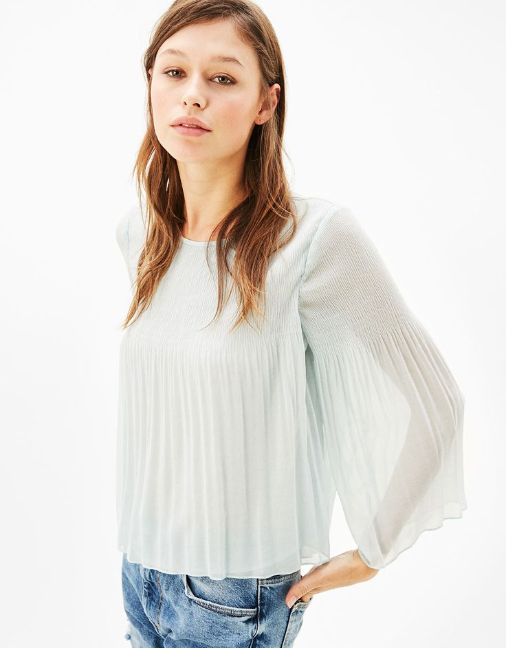 Fine pleats blouse with flared sleeves - Shirts - Bershka Czech Republic