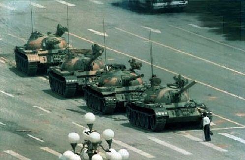 """«La sera del 3 giugno ero nel cortile di casa insieme ai miei familiari quando udii una fitta sparatoria. La tragedia che avrebbe sconvolto il mondo stava iniziando…» (Zhao Ziyang, da """"Prisoner of the State: The Secret Journal of Premier Zhao Ziyang"""")   Ricordando #Tienanmen, 25 anni dopo…   Una Serena Giornata, tra """"lettura"""" e memoria, a Tutti!!  (http://www.imieilibri.it/?p=8189)"""