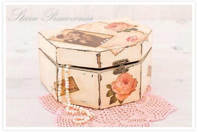 Szkatułka zdobiona decoupage w stylu shabby chic, pudełko z przecierkami w klimacie retro www.starapracownia.blogspot.com