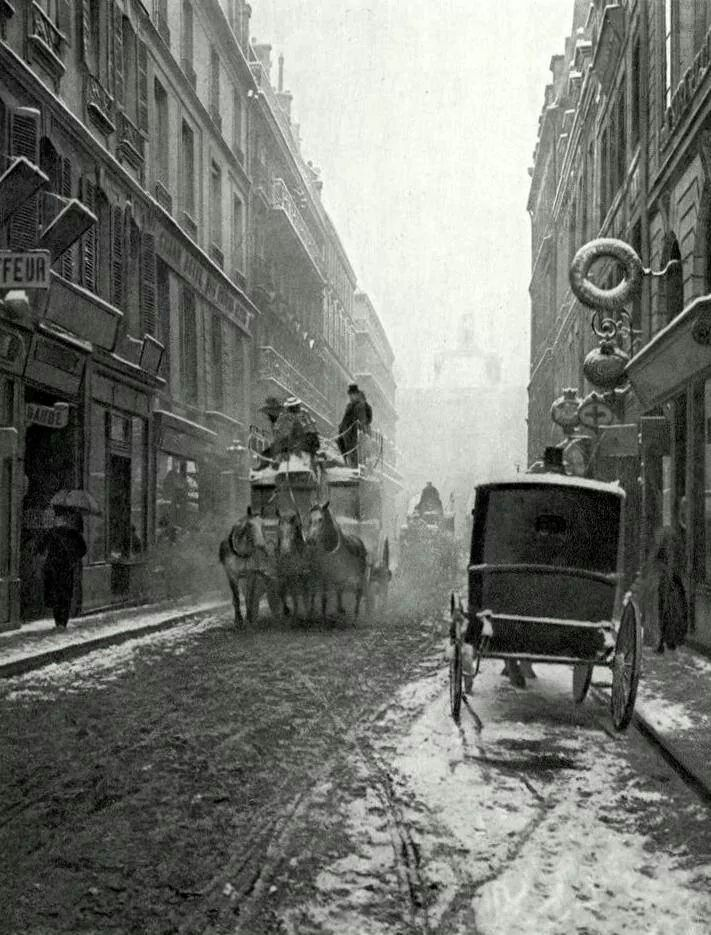 France. Rue de Richelieu, Paris, c. 1900 // Paul Schulz